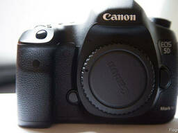 Canon EOS 5D SLR Mark III Kit EF-S24-105mm IS BLACK