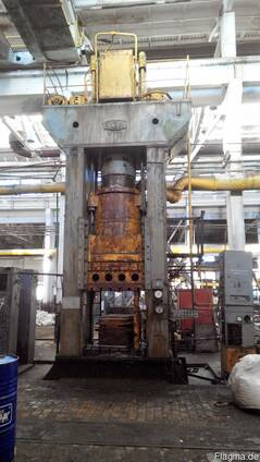 Hydraulic press for plastics, force 1000t